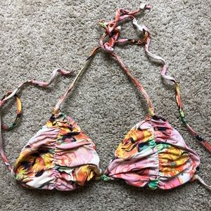 Billabong floral triangle top. Small. Runched